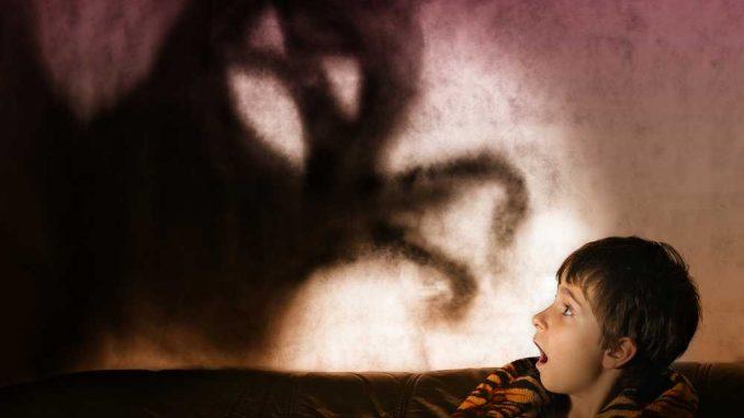 Co dělat, když se dítě bojí tmy
