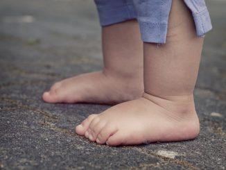 Jak naučit dítě chodit