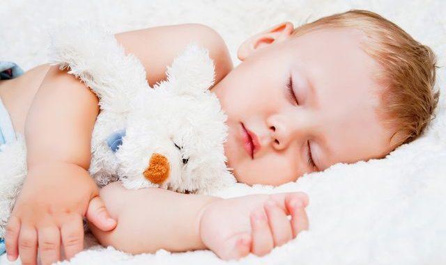Jak naučit dítě déle spát