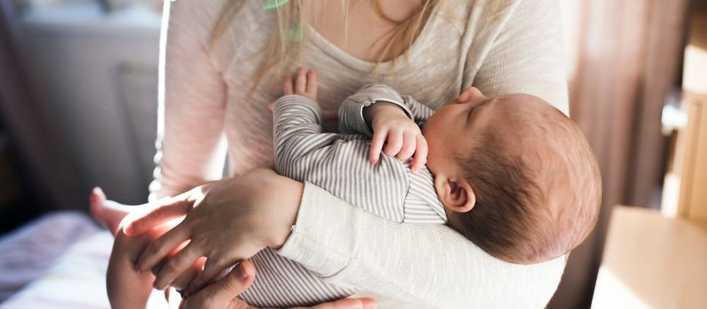 Jak správně držet miminko