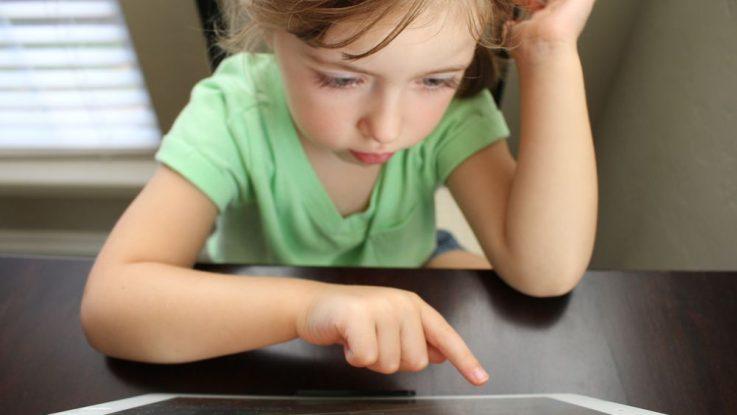 Závislost dětí na mobilech a elektronice