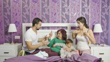 Co dělat, když si tchýně přivlastňuje dítě