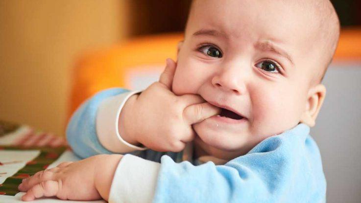 Bolest zubů, aplikace zubního gelu