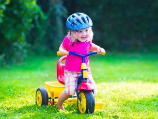 Jak vybrat helmu pro dítě
