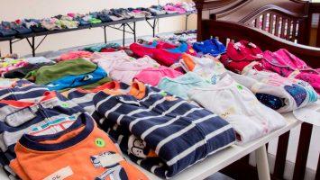 prodej dětského oblečení. Kam darovat oblečení po dětech a miminkách 2580c59003