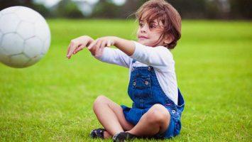 Jak naučit dítě házet