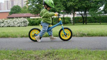 jak naučit dítě jezdit na odrážedle