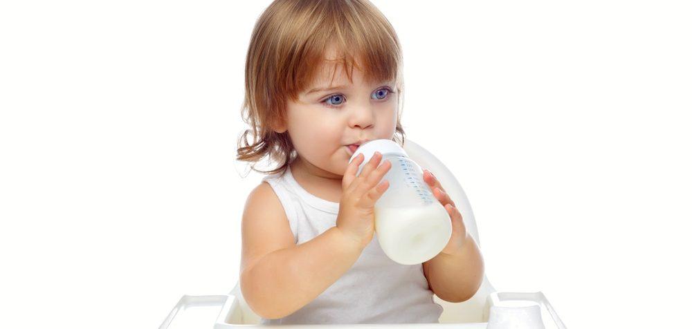Pití umělého mléka u dětí starších jednoho roku