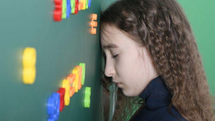 Proč se děti bijí do hlavy