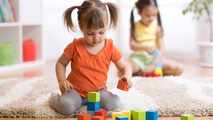 Dítě si neumí hrát samo