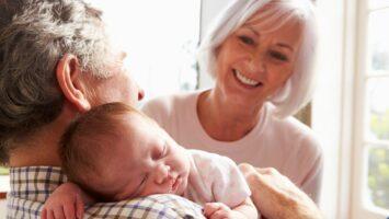 Návštěva novorozence babičkou a dědou
