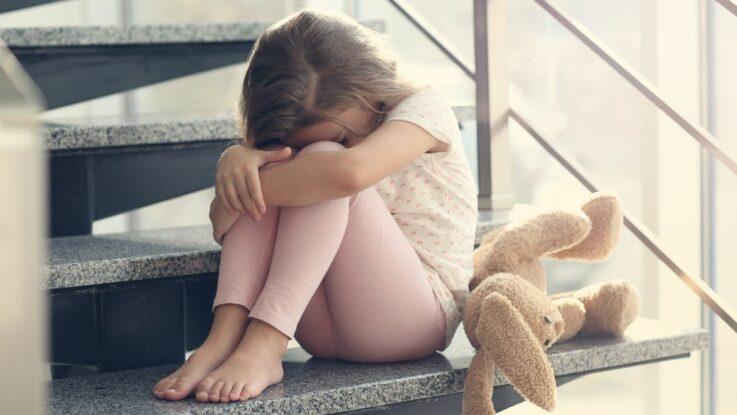 Dítě se bojí jiných dětí
