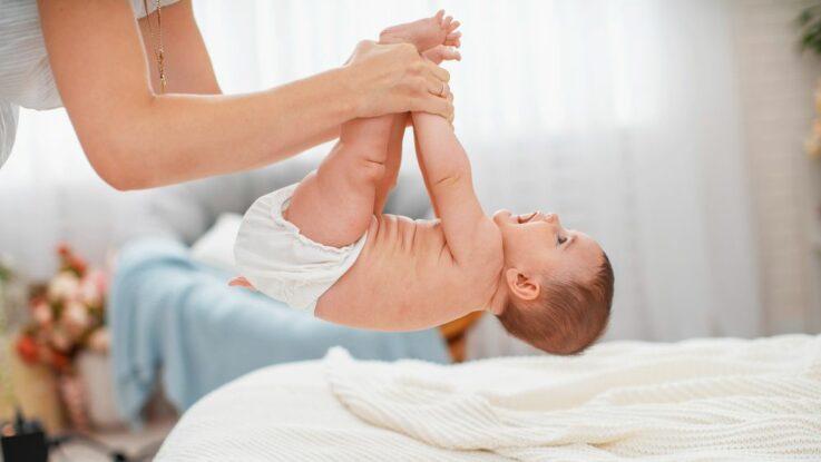 Zvedání miminka za ruce