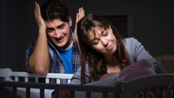 Proč se miminko v noci často budí