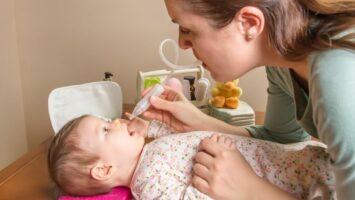 Jak správně miminku odsávat hleny nosní odsávačkou