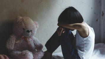 jak pomoci dítěti s traumatem